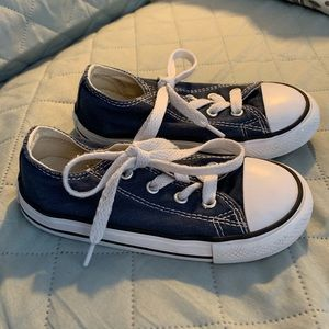 Converse Chuck Taylors - Like New - Sz 9 (toddler)